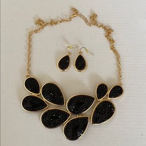 Statement chunky gothic black & gold necklace set